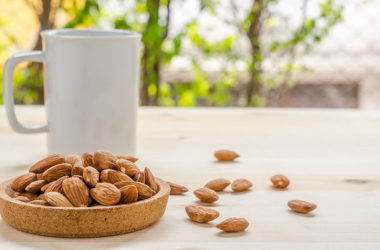 9 healthy snacks you should keep at the office